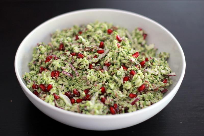 Taboulé de brocolis aux grenades et raisins
