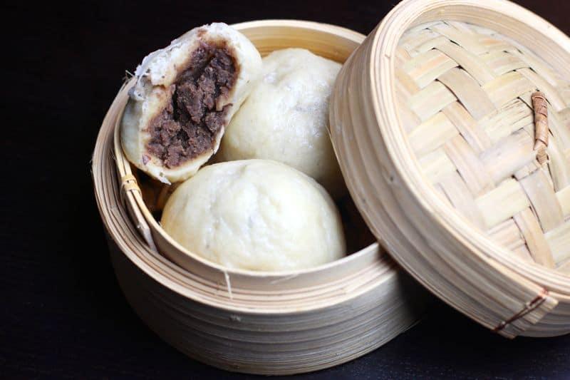 DouBao (petit pain vapeur à la pâte d'azukis)
