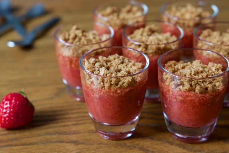 Crumble fraise rhubarbe au thermomix - Recette dessert rapide thermomix ...