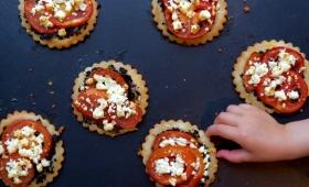 Tartelettes tapenade, tomates, fêta