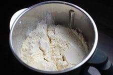 Farine fissurée pour la recette de brioche Thermomix qui déchire