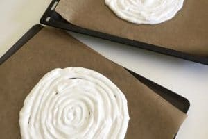 Meringue en spirale pour la recette Thermomix de vacherin