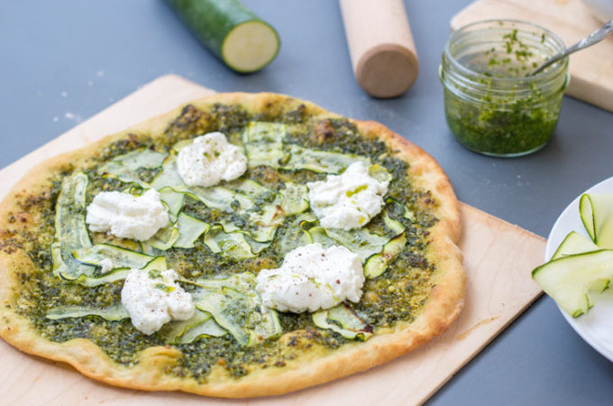 Pizza verde {pesto, courgette, ricotta}