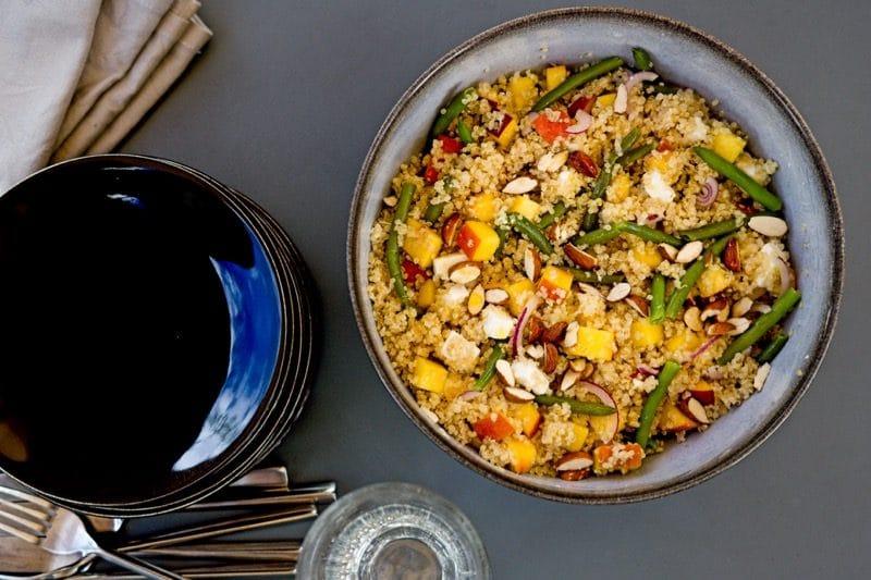 Salade de quinoa aux nectarines, fêta et haricots verts