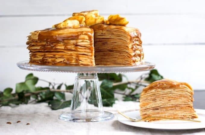 Gâteau de crêpes aux pommes et «caramel» de dattes {sain et léger !}