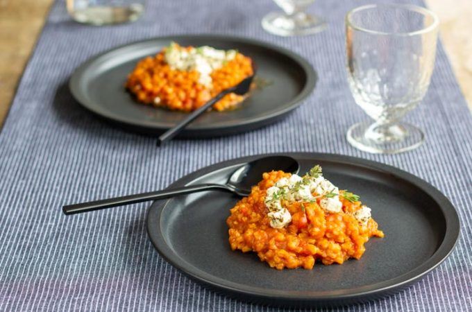 Risotto d'orge tomaté à la feta façon Ottolenghi