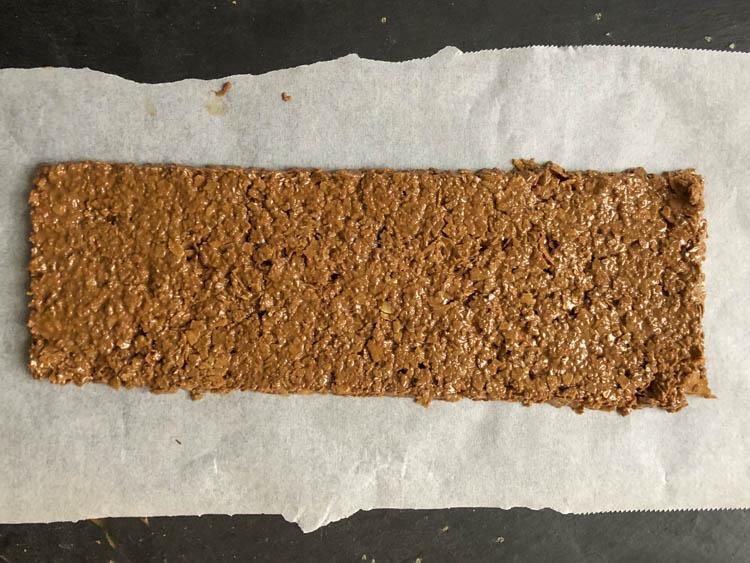 réalisation du croustillant chocolat feuillantine pour buche au chocolat thermomix